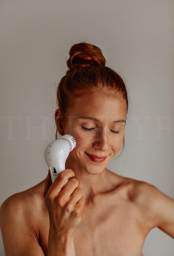 face exfoliating by Anastasija Thirsty for Tan