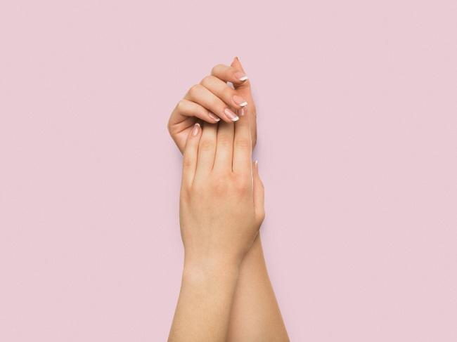 How to Fix Bad Fake Tan on Hands featured