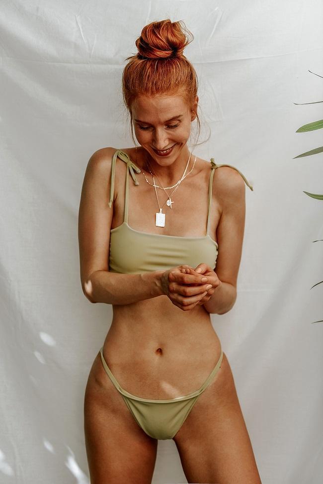 self tan turn green by Anastasija thirstyfortan.com