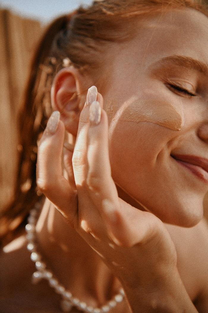 applying facesunscreen by Anastasija thirsty for tan