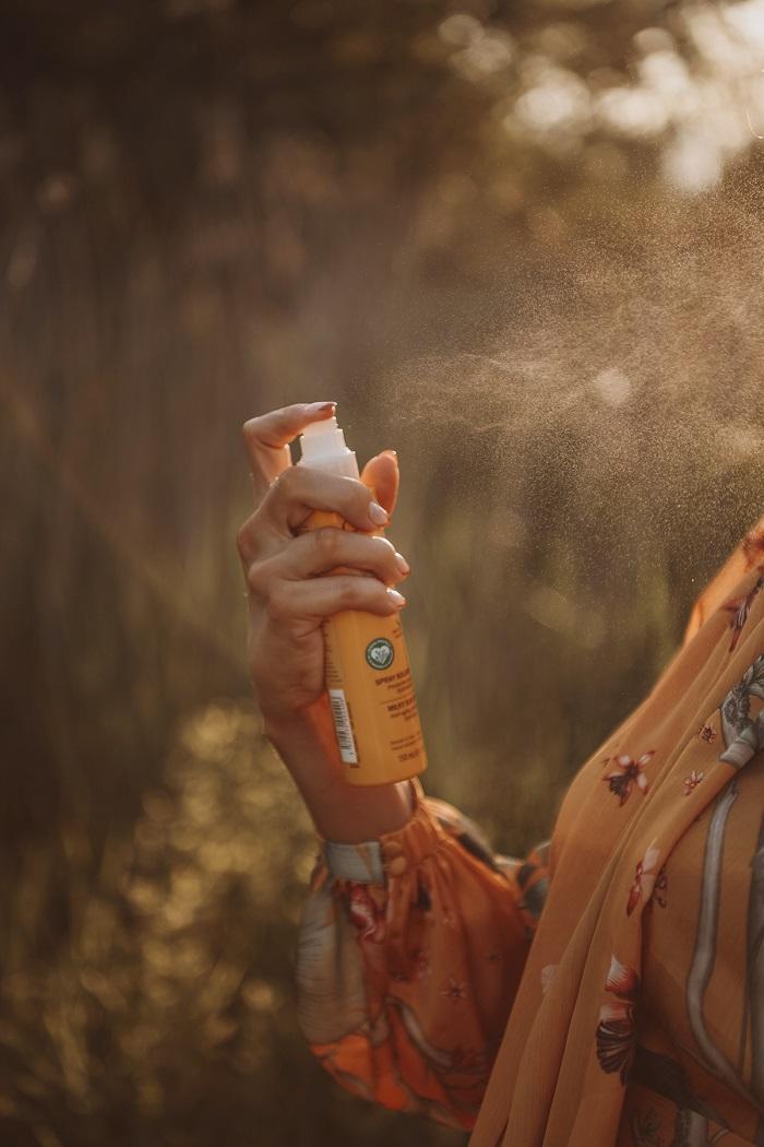 sunscreen spray by Anastasija Thirsty for tan