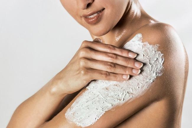 Does Exfoliating Remove Suntan featured