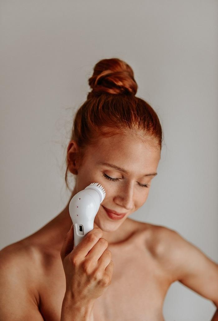 wasking my face by Anastasija thirtsty for tan