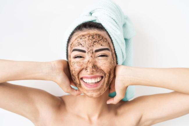 Best Facial Exfoliators for Dry Skin featured