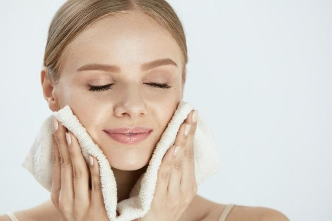 Does Exfoliating Help Dry Skin featured