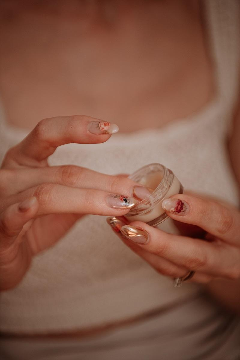 burt's-bees-lip-scrub--by-Anastasija-Thirsty-for-tan