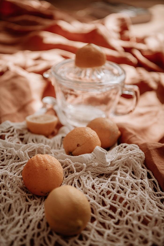 lemon juice for naikls by Anastasija thirsty for tan