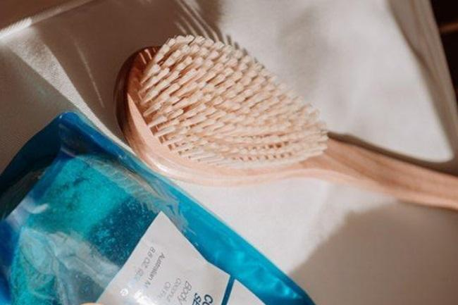 How Do You Use an Exfoliating Brush featured